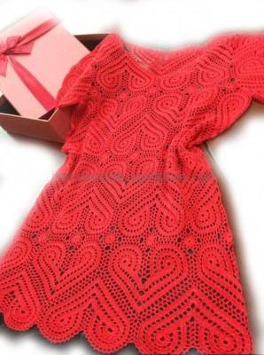 Платье сердечными мотивами
