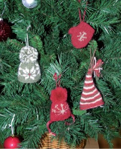 knitted toys on the Christmas tree