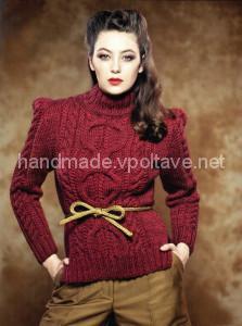 яркий красный пуловер